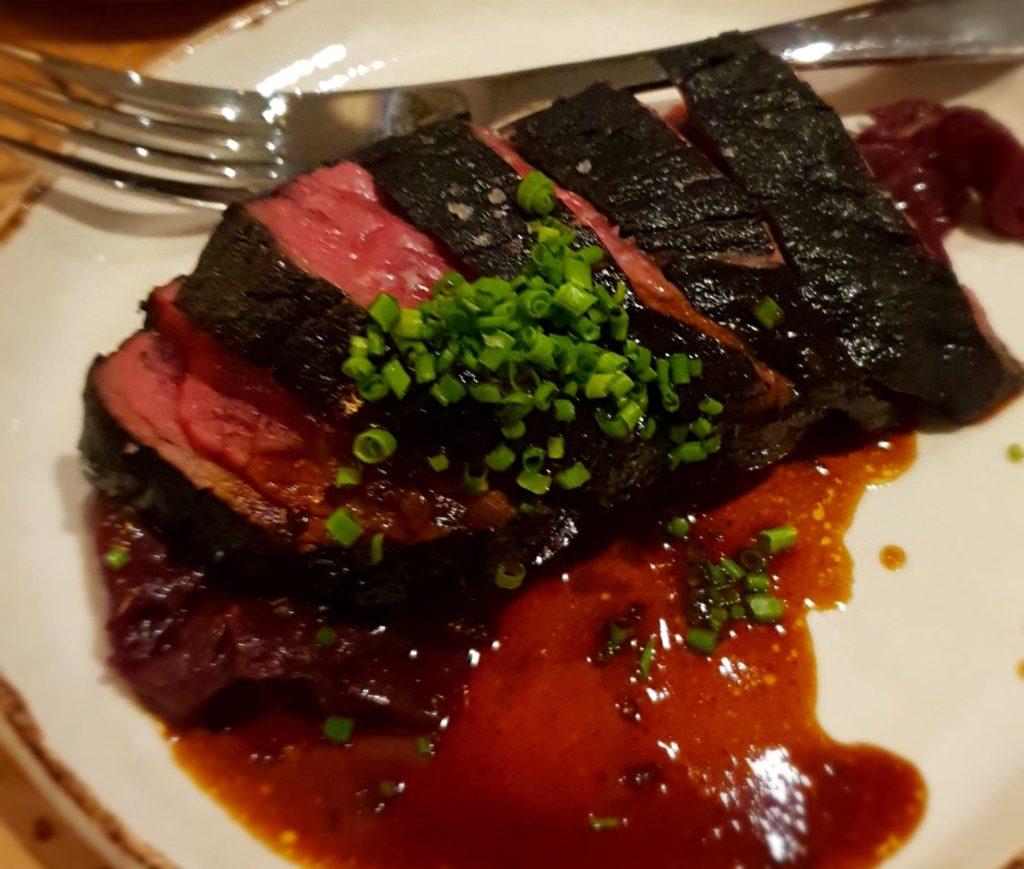Le bœuf d'Aubrac à la cendre et choux rouge